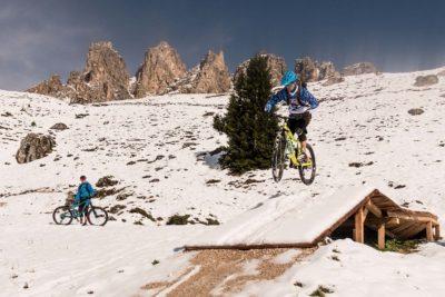 Biken im Herbst in den Dolomiten mit Schnee - Riding the dolomites in the snow - Pedalare belle dolomite in mezzo alla neve