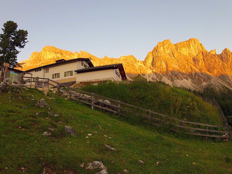 Regensburger Hütte - Cisles Hut - Burning Dolomites - in Val Gardena